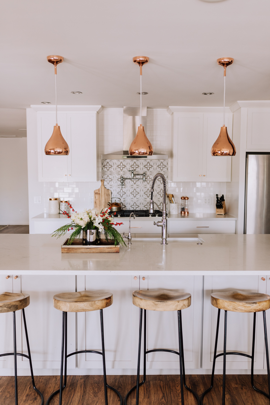 a clean kitchen before a simple gingerbread house decorating party   thelovedesignedlife.com #gingerbreadhouses #kitchen #holidays #christmastime