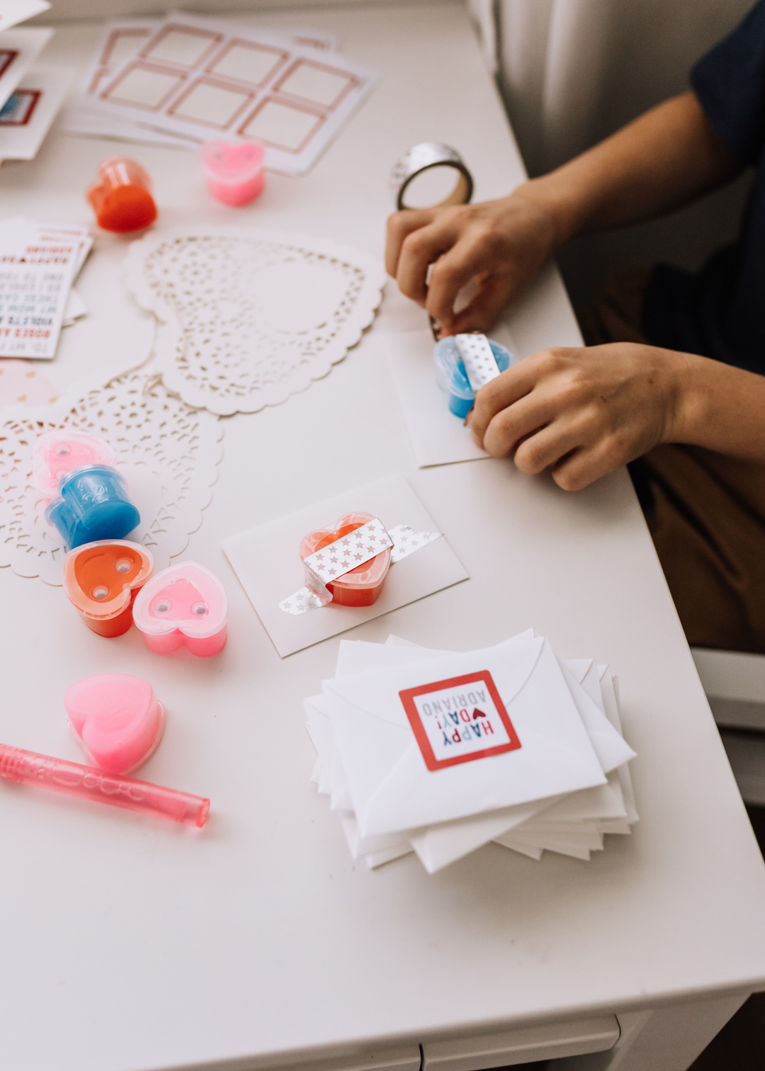 adding heart-shaped slime packages to his personalized valentines from @minted | thelovedesignedlife.com #noncandyvalentines #nosugar #valentinesday
