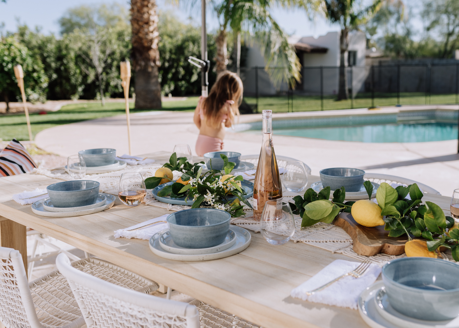 a pretty backyard setup for entertaining | thelovedesigndlife.com #backyard #poolseason