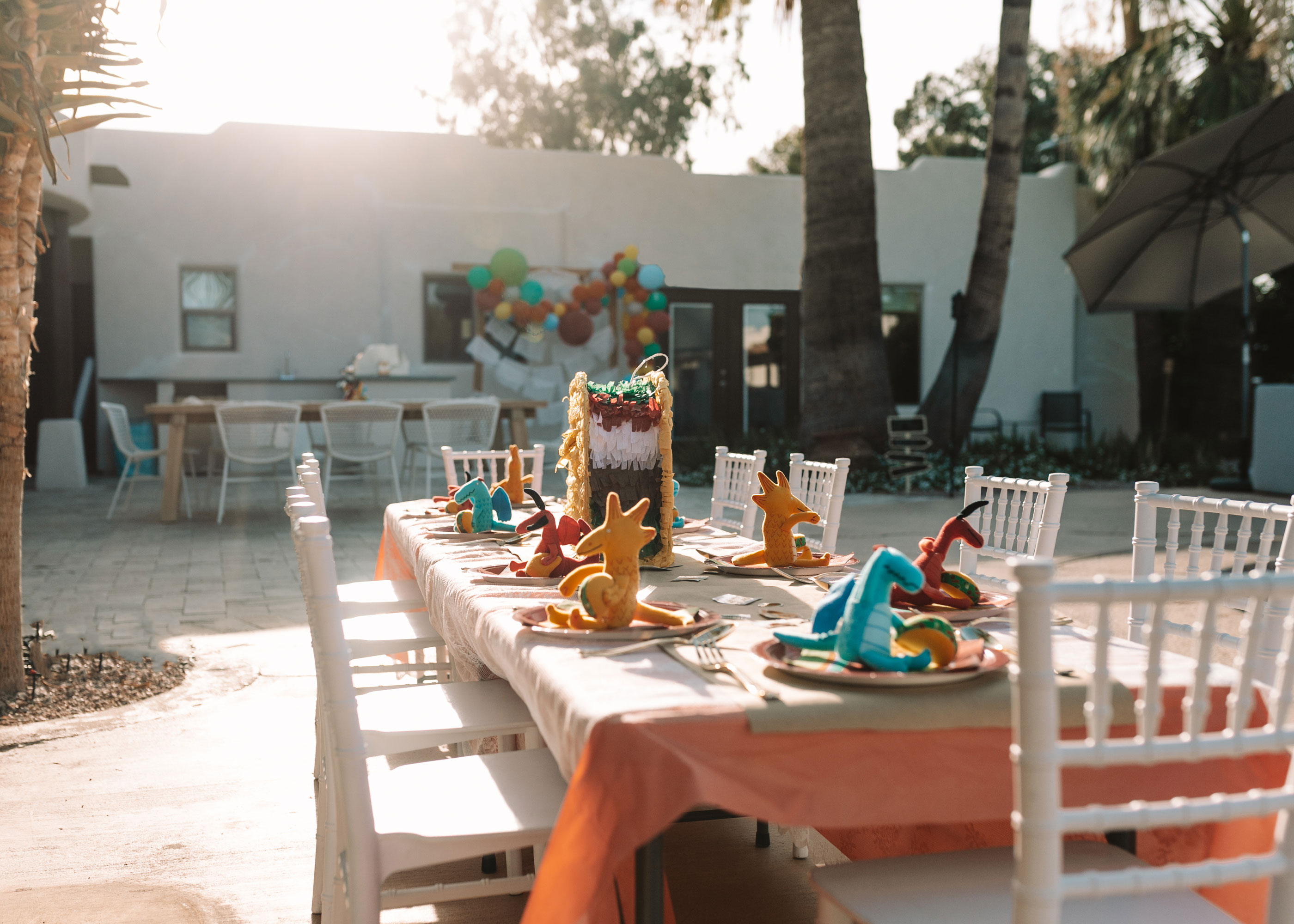 the kid's table all ready for the dragons love tacos party.