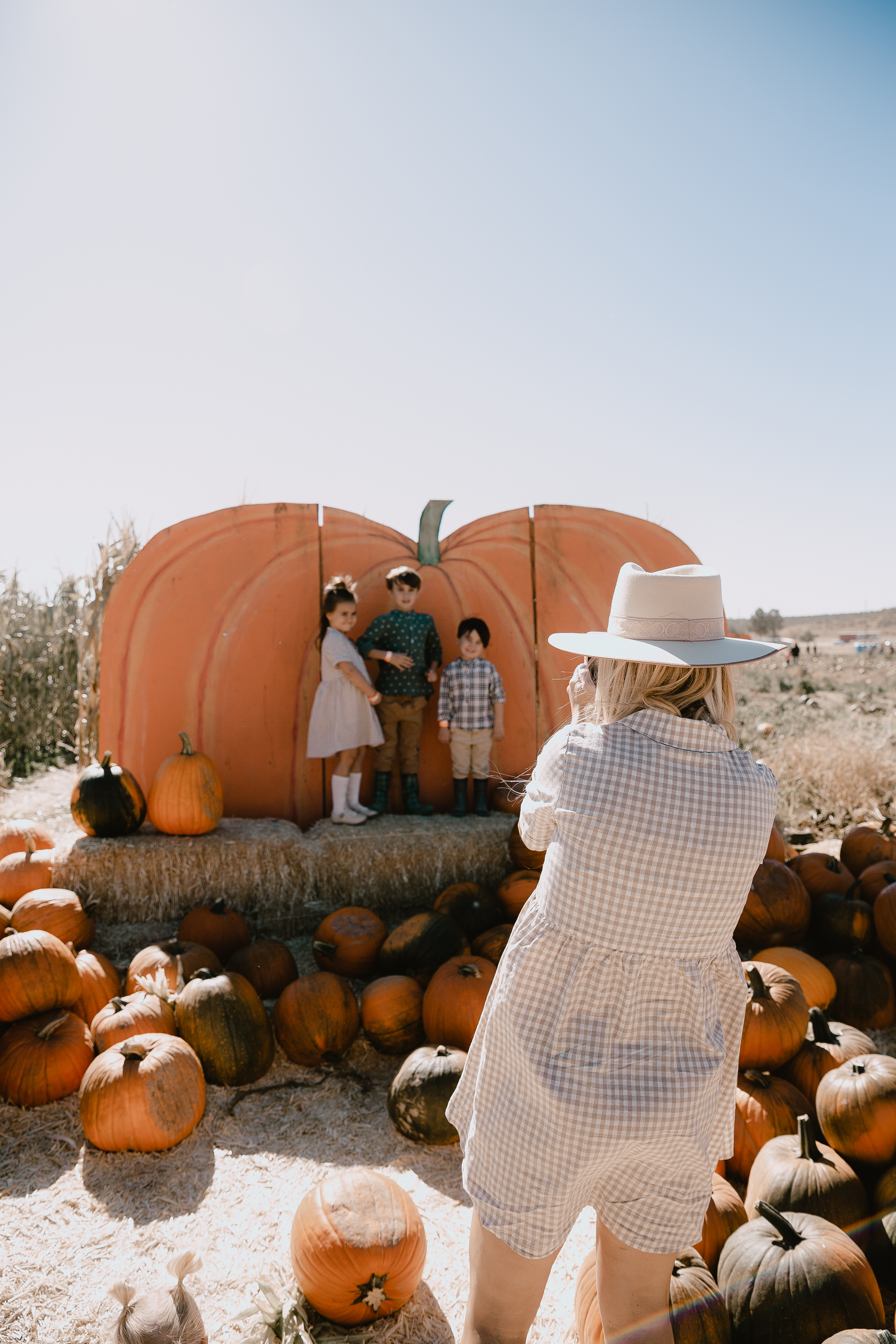 always gotta get those cheesy photo opps at the pumpkin patch! love these three kiddos and doing fun fall activities with them! #fallfun #fallfashion #pumpkinpatch