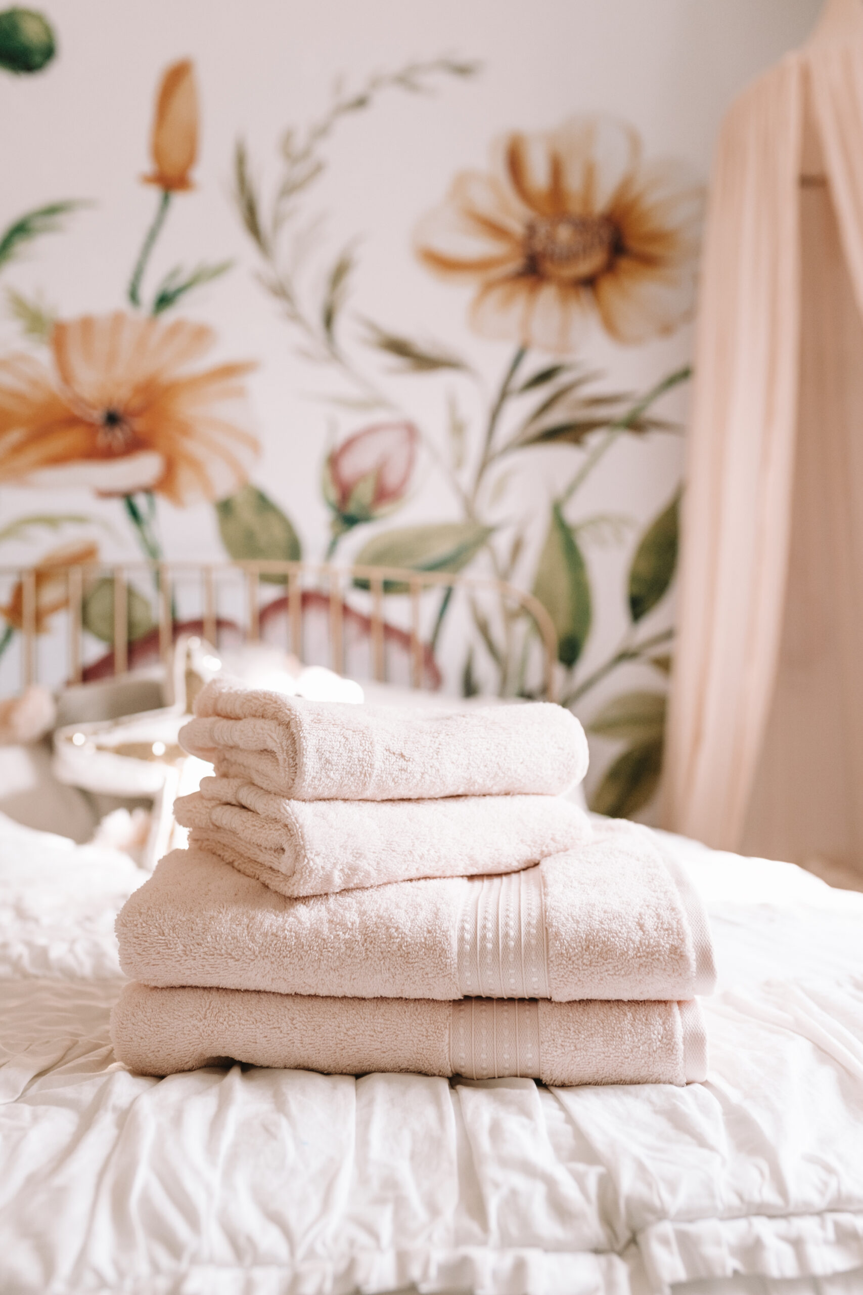 getting holiday ready with fresh guest towels. #holidaygiftguide #freshlinens #girlsroom