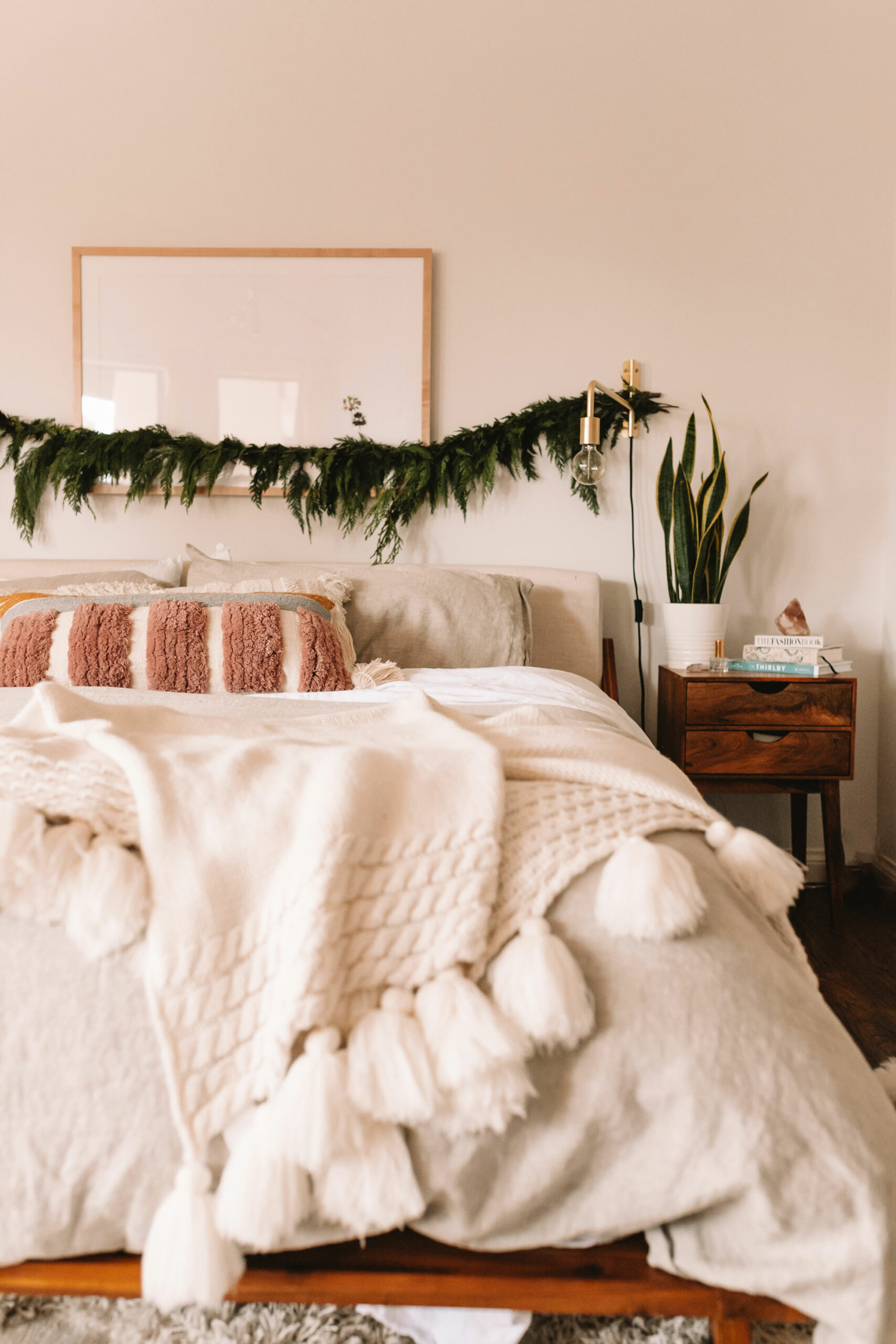 healthy sleep habits are about so much more than how many hours you're getting. setting a consistent nightly routine can make all the difference! #sleephabits #insomnia #newyearsgoals #2020 #bedroom