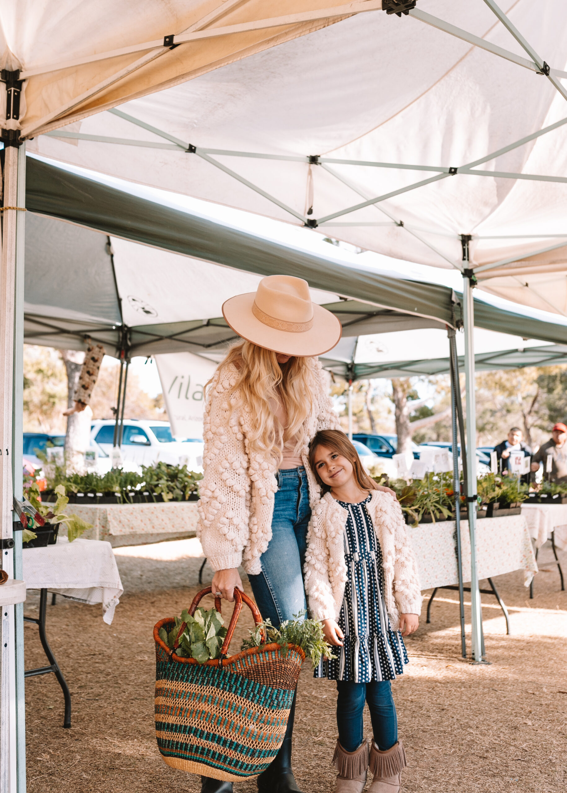 shopping our local arizona farmer's market for fresh produce for a week of healthy cooking! #newyearsgoals #healthyeating #vegetarian