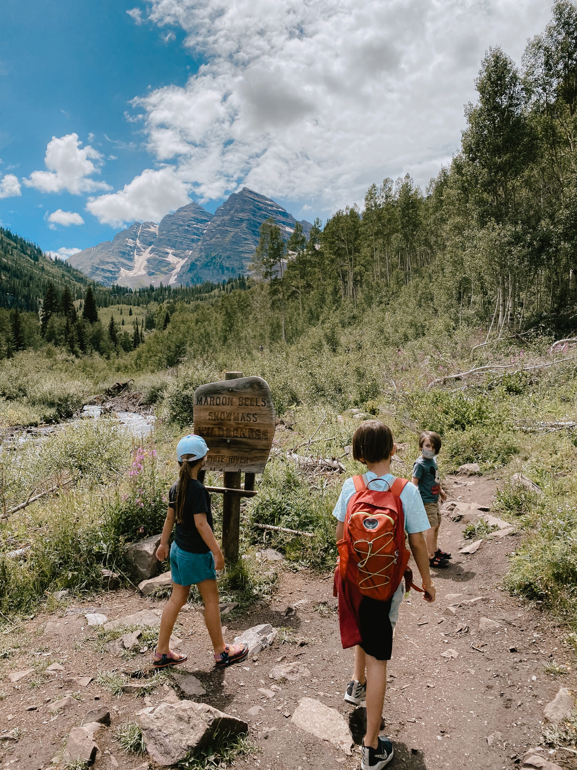 taking the scenic loop at maroon bells. #familytravel #hiking #getoutside