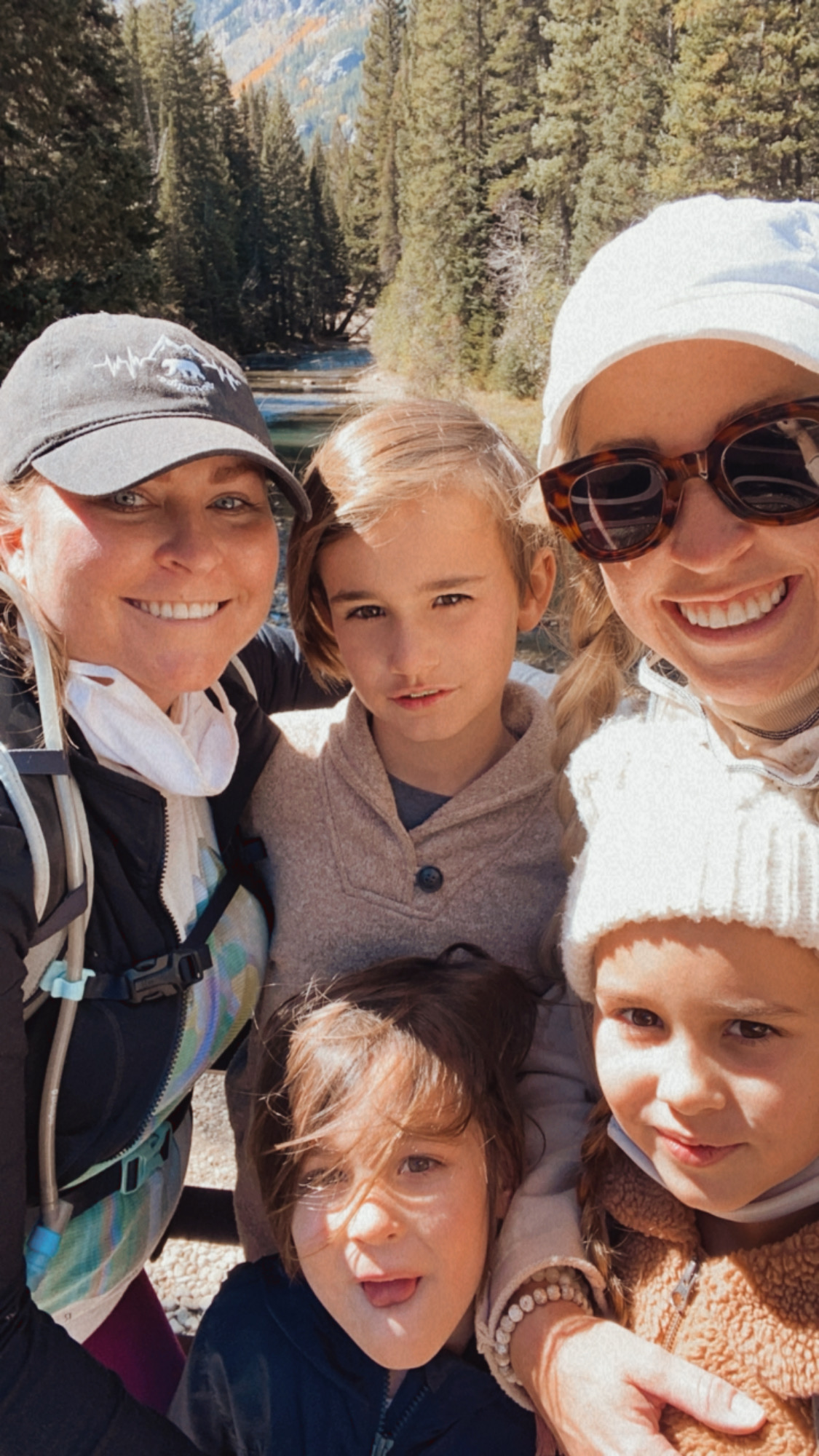 finding fall in the mountains with one last family hike to the grottos. #colorado #familyselfie