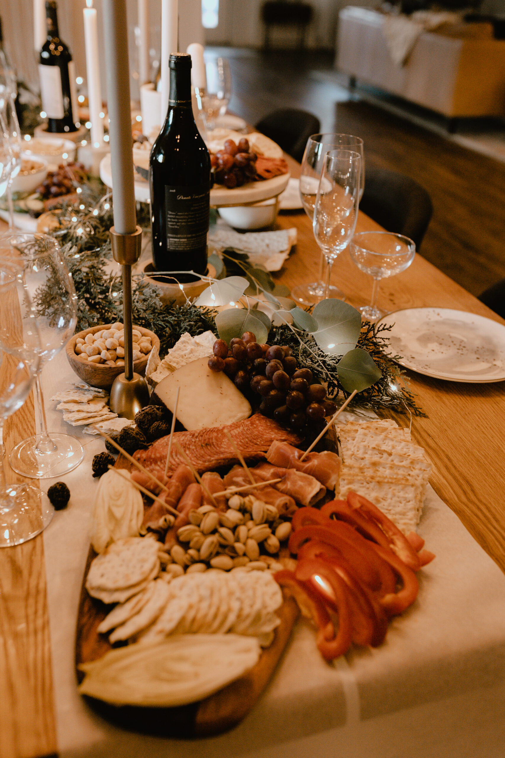 a step by stop guide for how to create this spread for your guests this holiday season! #thelovedesignedlife #holidayhome #charcuterieboard