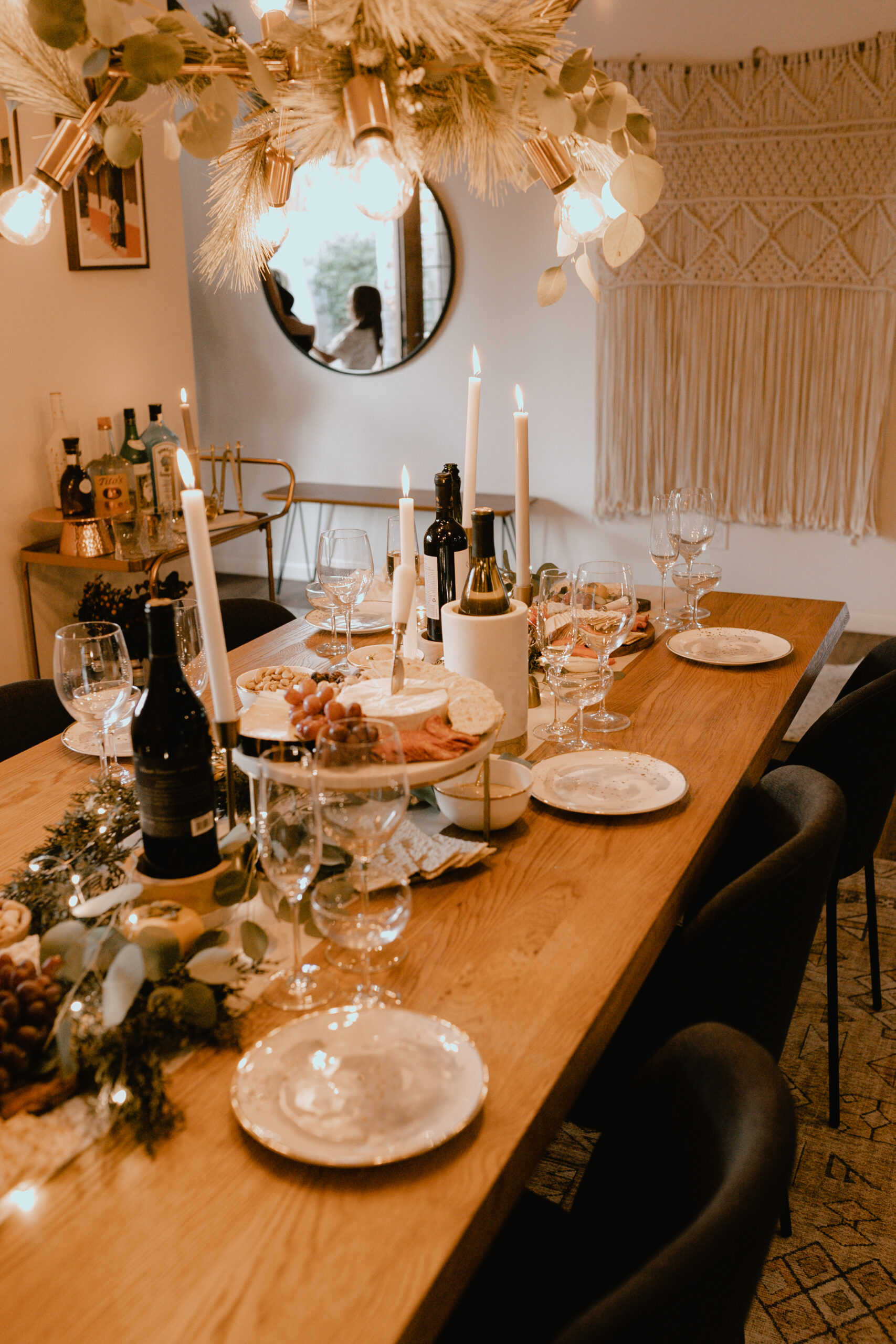 the table is set and ready for our guests to arrive! #happyholidays #holidayparty #christmasparty #holidayhome