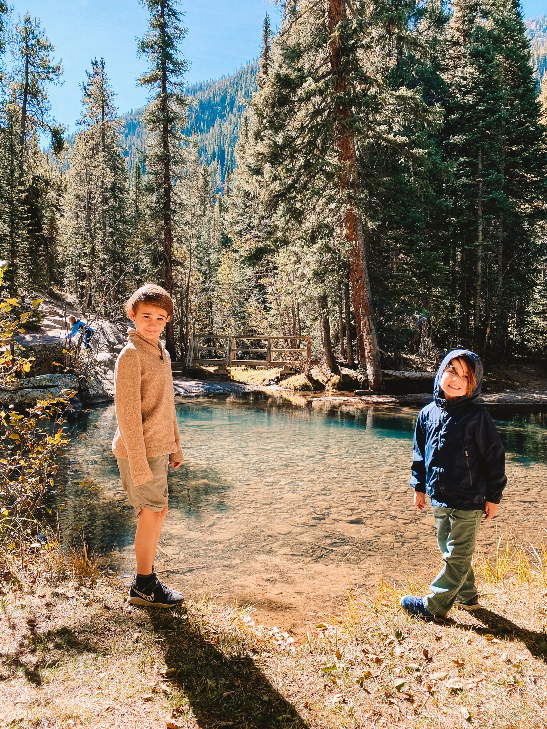 finding fall in colorado with hike to the grottos. #thdldtravels #outdoorfamilies #gethoutside