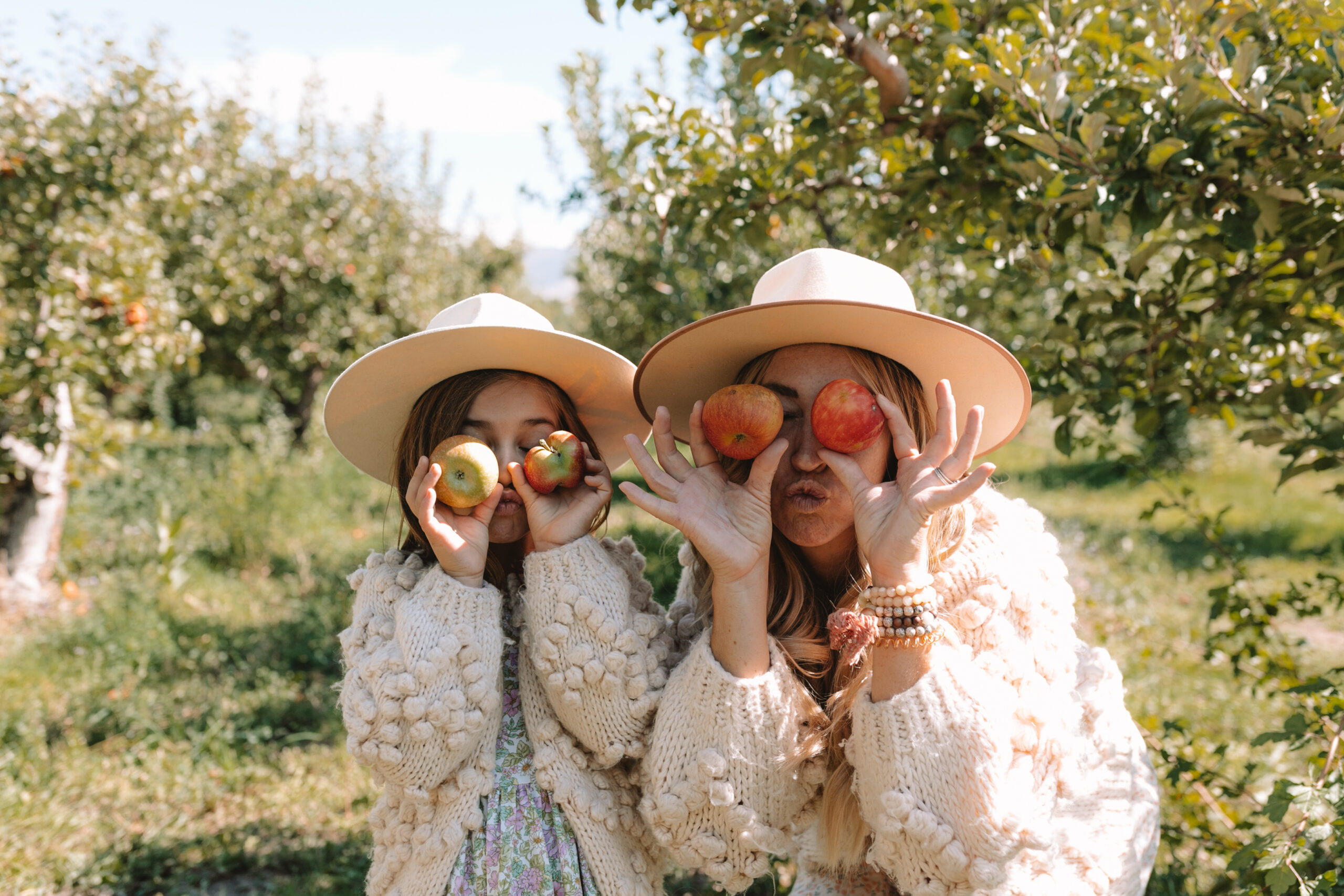 apple love in the apple orchard while apple picking #thelovedesignedlife #fallfun #applepicking