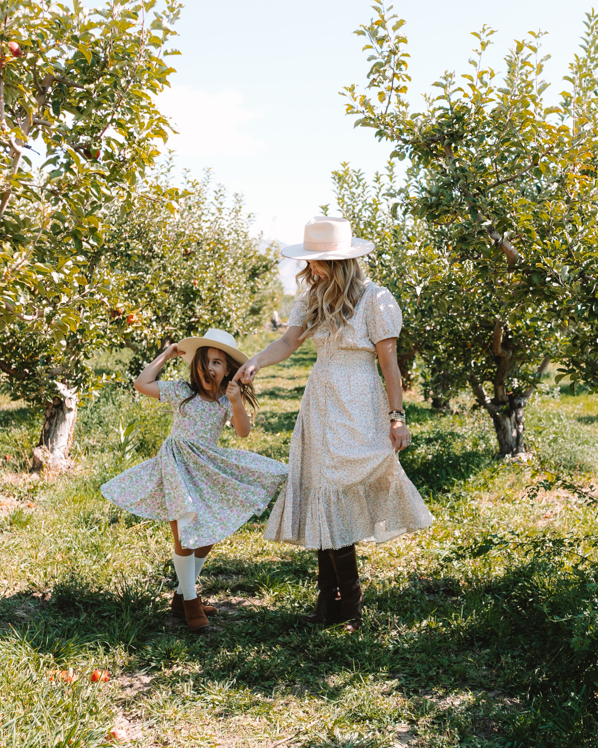 spinning our way through the apple orchard #thelovedesignedlife #theldltravels #fallfun