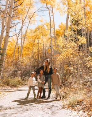 the most beautiful fall leaves on the aspen trees in aspen, colorado #thelovedesignedlife #theldltravels #fallleaves