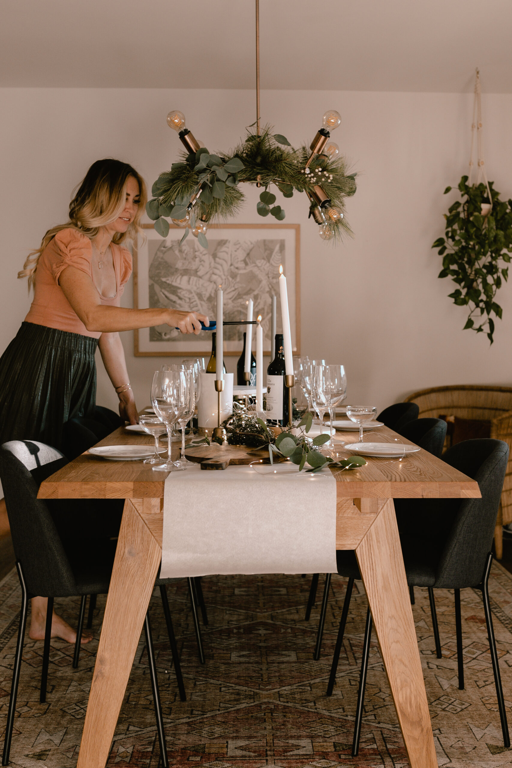 setting the table for a festive holiday gathering #holidayhome #festivegathering #holidaycharcuterie #winetasting
