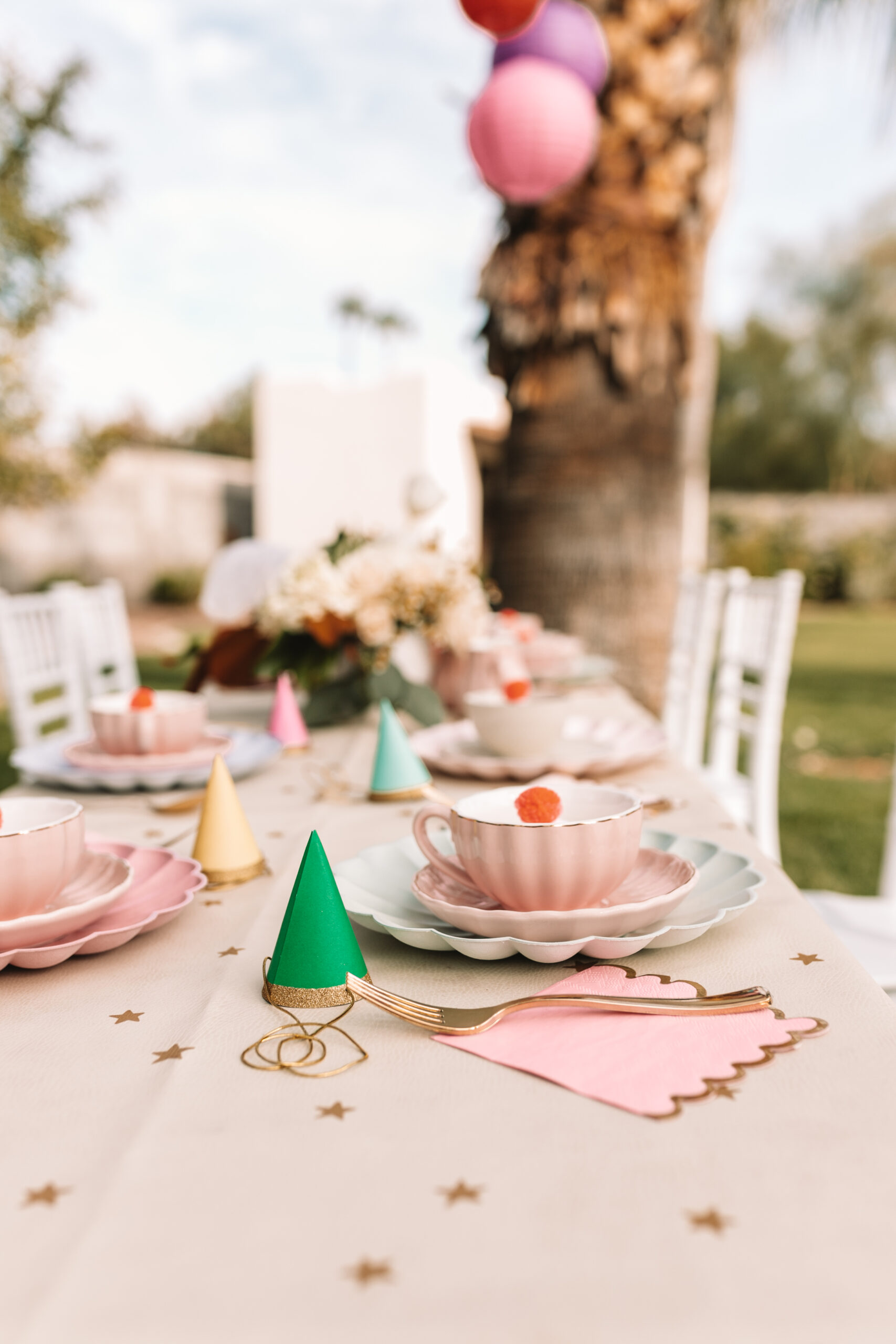 the sweetest scalloped tea set for this very merry unbirthday party #thelovedesignedlife #teaparty #madhatterteaparty