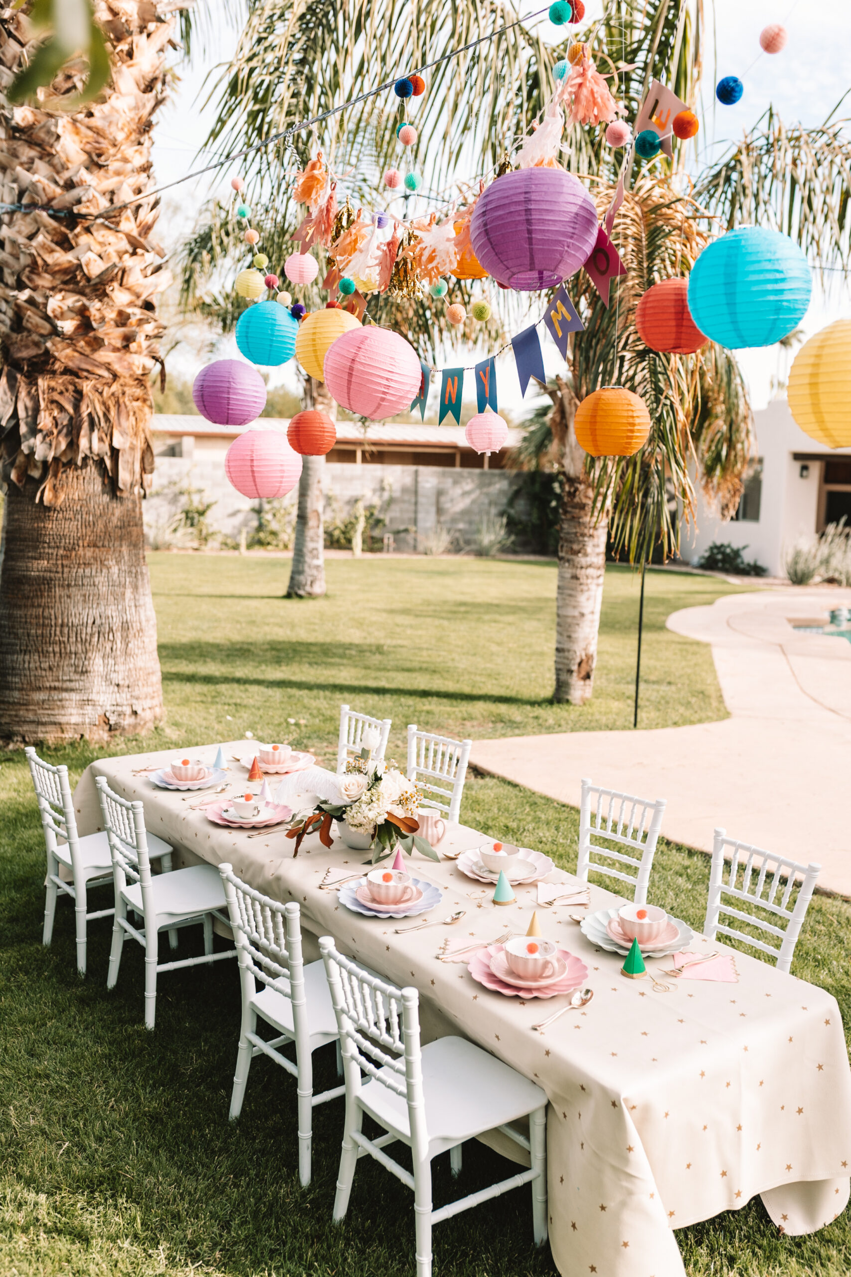 a very merry unbirthday party tea party in the backyard #thelovedesignedlife #kidsparties #madhatterteaparty