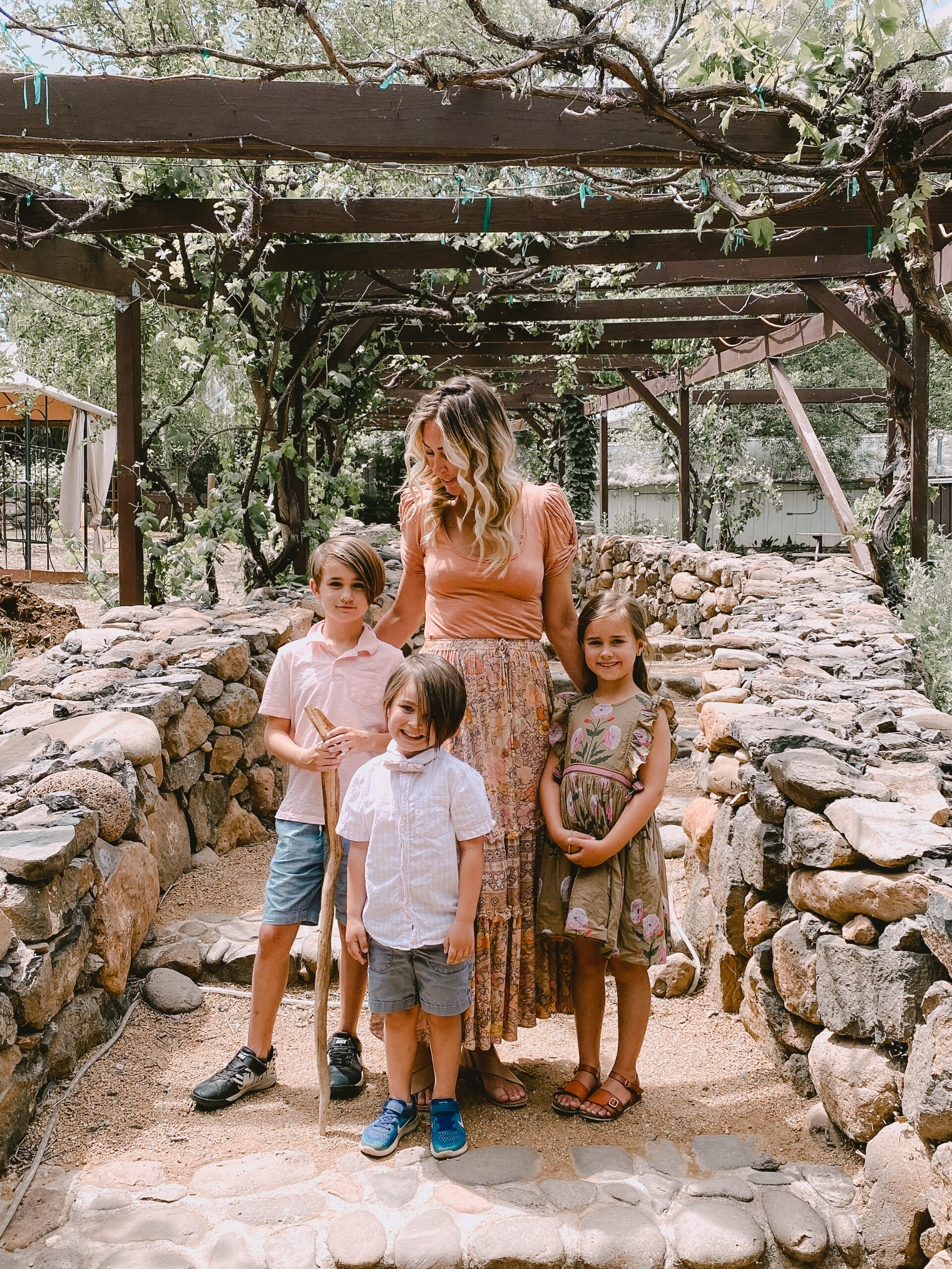 visit page springs winery for one of 6 family friendly fun things to do in arizona in the spring #thelovedesignedlife #winetasting #funwithkids #pagesprings #arizona