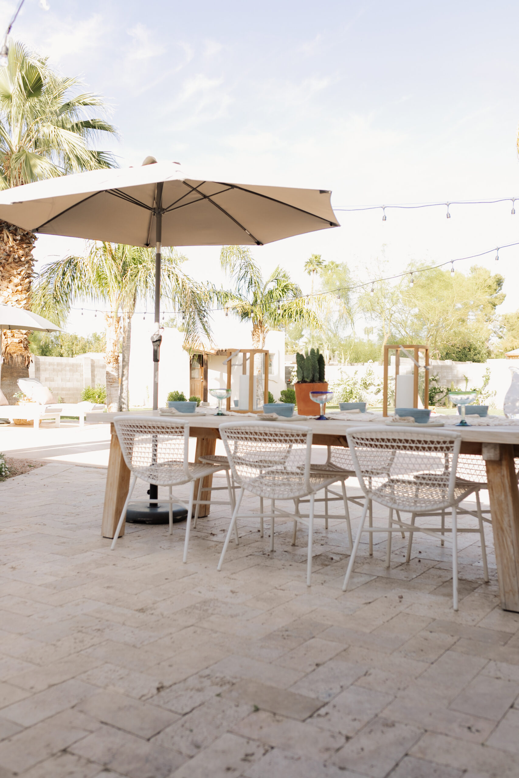 we love eating out here in the warmer months #ourarticle #outdoordining #backyardliving #salachair #teakatable