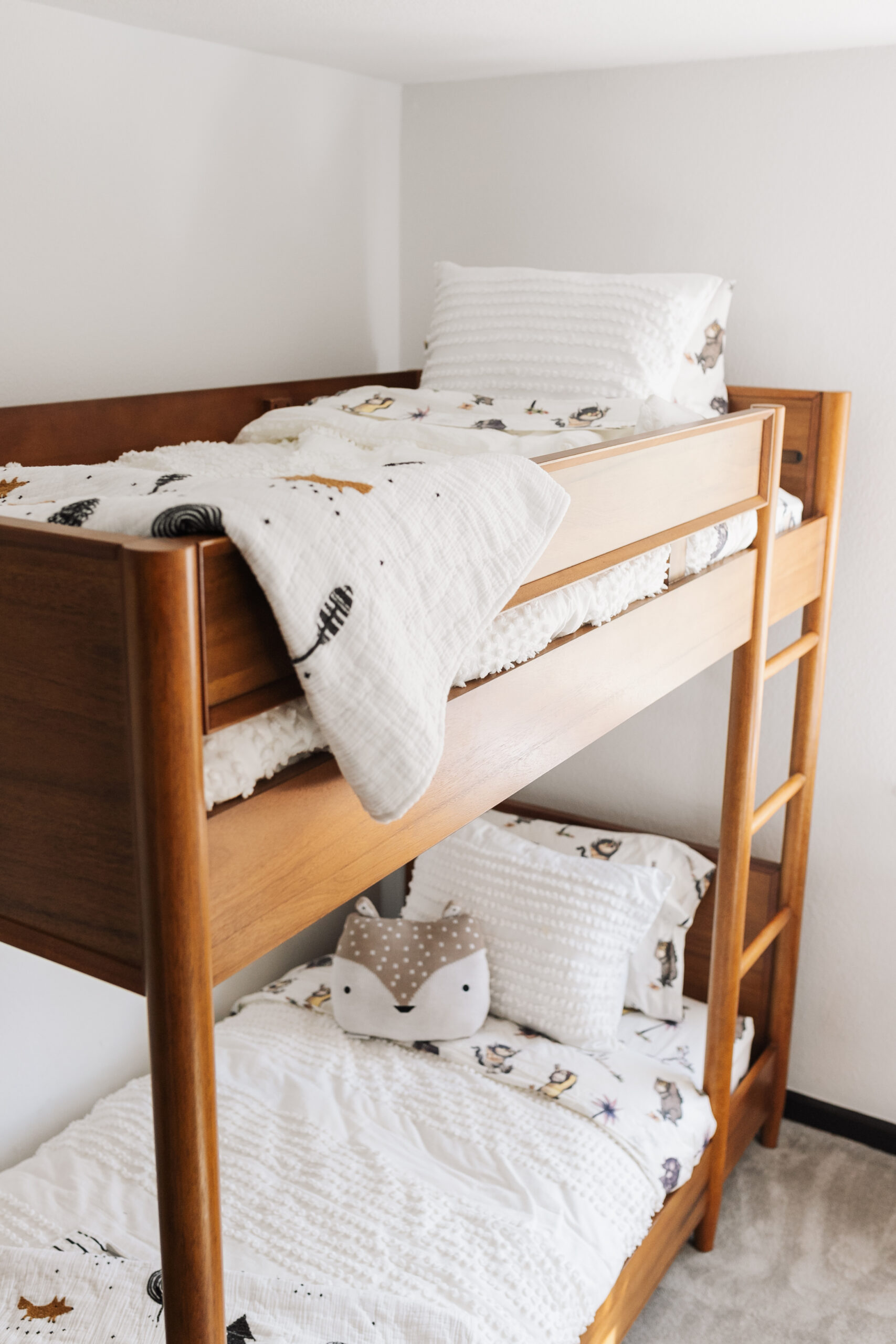 the details and quality of this WestElm x PBK bunk bed is devine! #thelovedesignedlife #westelmxpbk #modernmountainbunkbeds #bunkbeds
