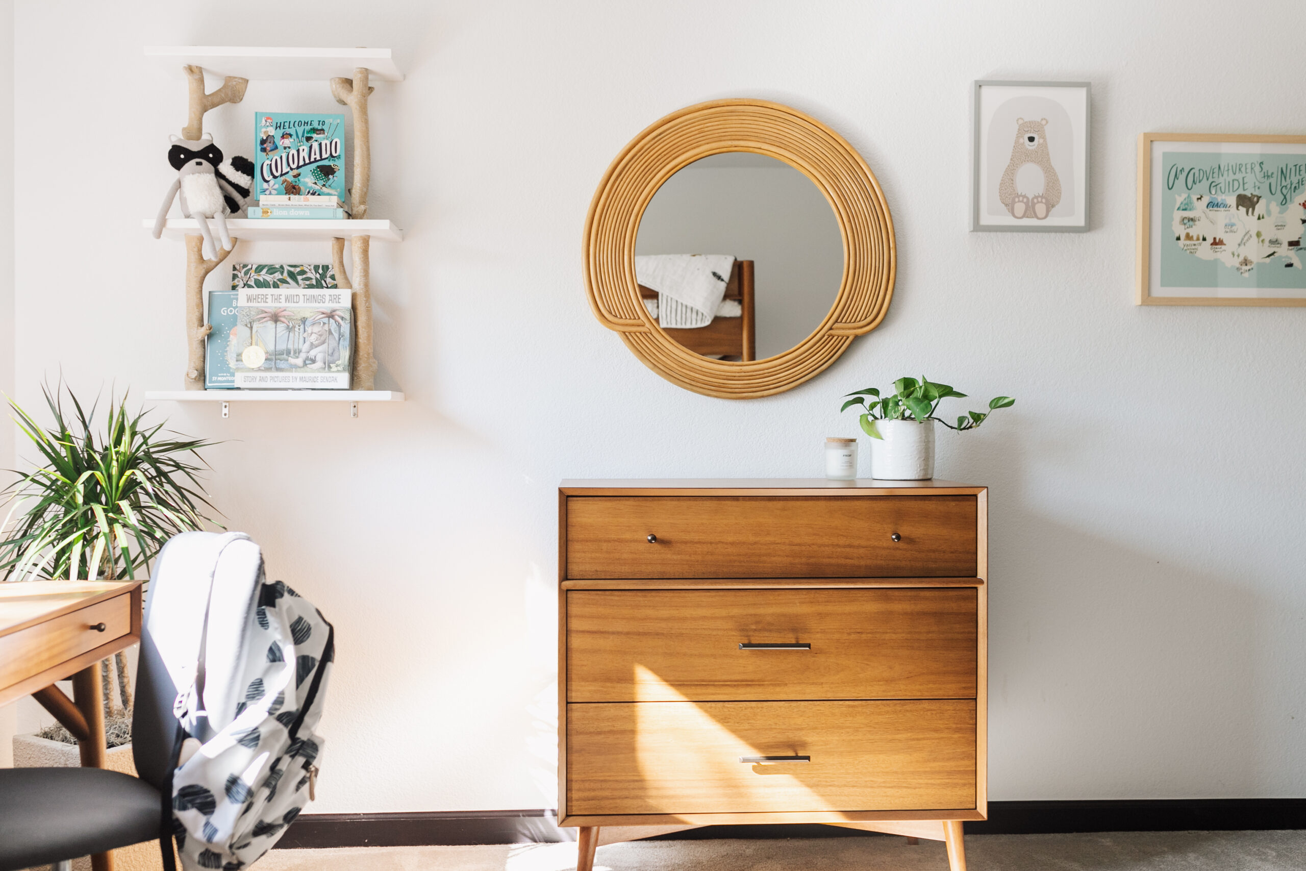the wall opposite the bunk beds with the matching mid-century dresser and a few other mountain-y touches. #theldlhome #modernmountain #mountainhome #secondhome #kidsroom #guestroom