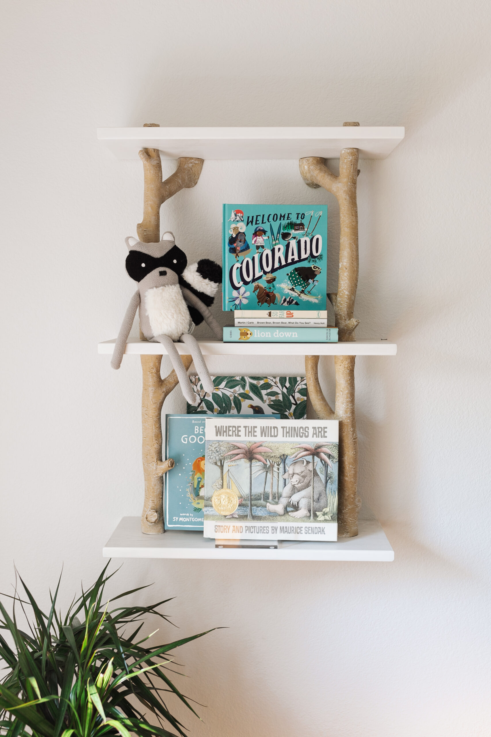 this sweet shelf for books and colorado touches #modernmountainhome #bunkroom #kidsroom #theldlhome